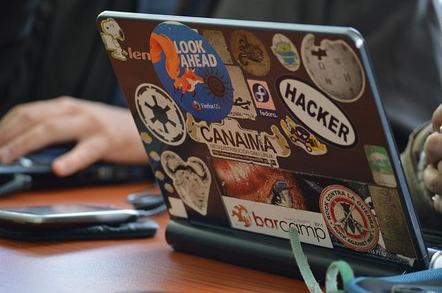 hacker-1569744_640